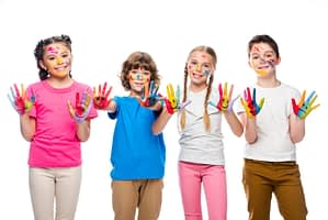 kids painting their hands